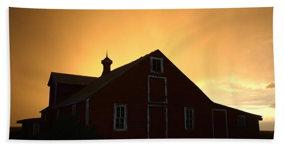 Barn Bath Sheet featuring the photograph Barn At Sunset by Jerry McElroy