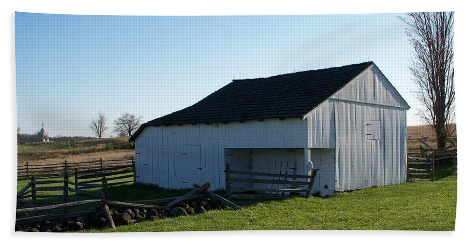 Barn Bath Sheet featuring the painting Barn Gettysburg Battle Field by Eric Schiabor