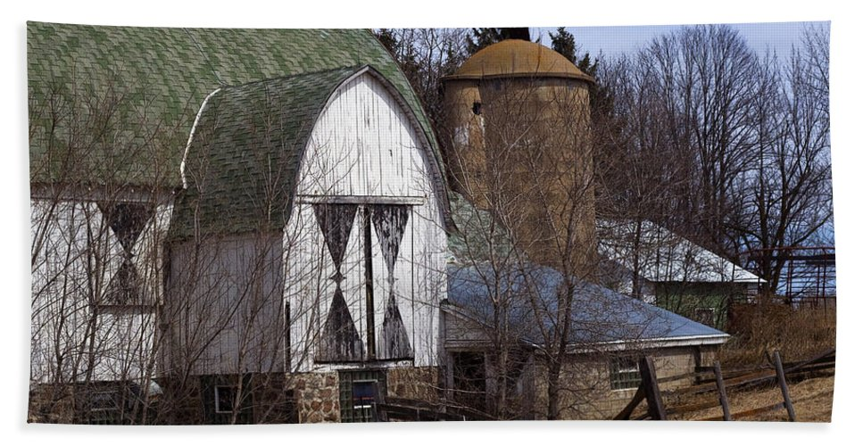 Barn Hand Towel featuring the photograph Barn On 29 by Tim Nyberg