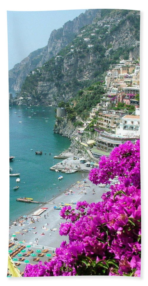 Positano Bath Towel featuring the photograph Beach At Positano by Donna Corless