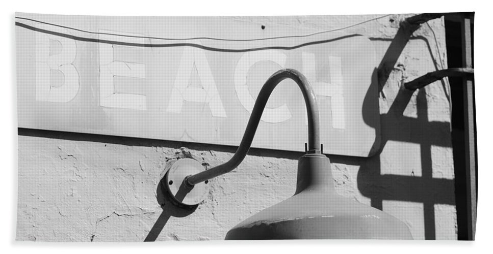 Black And White Hand Towel featuring the photograph Beach Light by Rob Hans