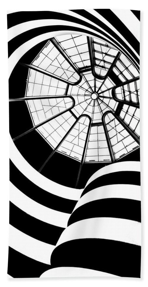 Guggenheim Museum Bath Towel featuring the photograph Beam Me Up by Az Jackson