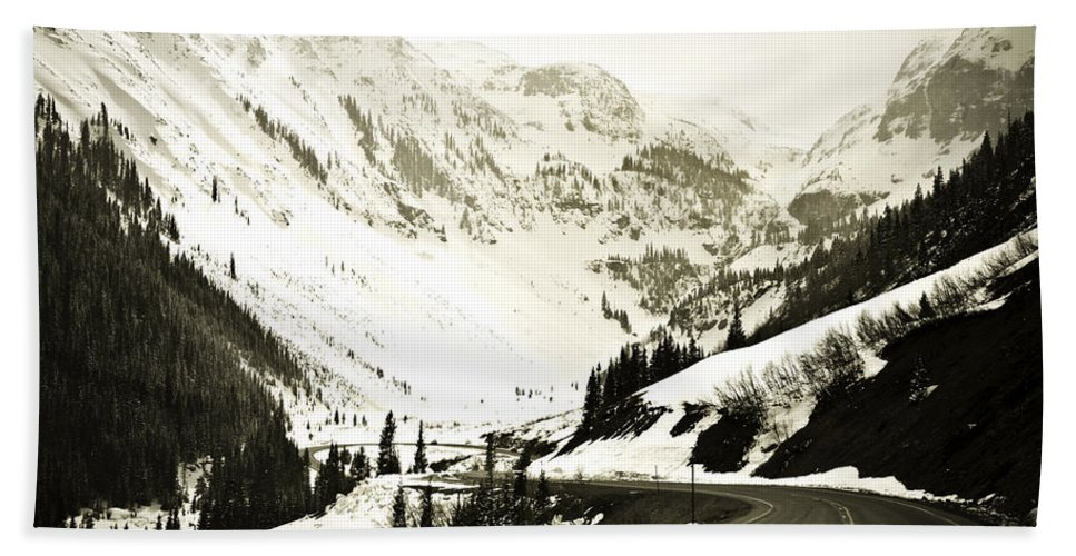 Mountains Bath Towel featuring the photograph Beautiful Curving Drive Through The Mountains by Marilyn Hunt
