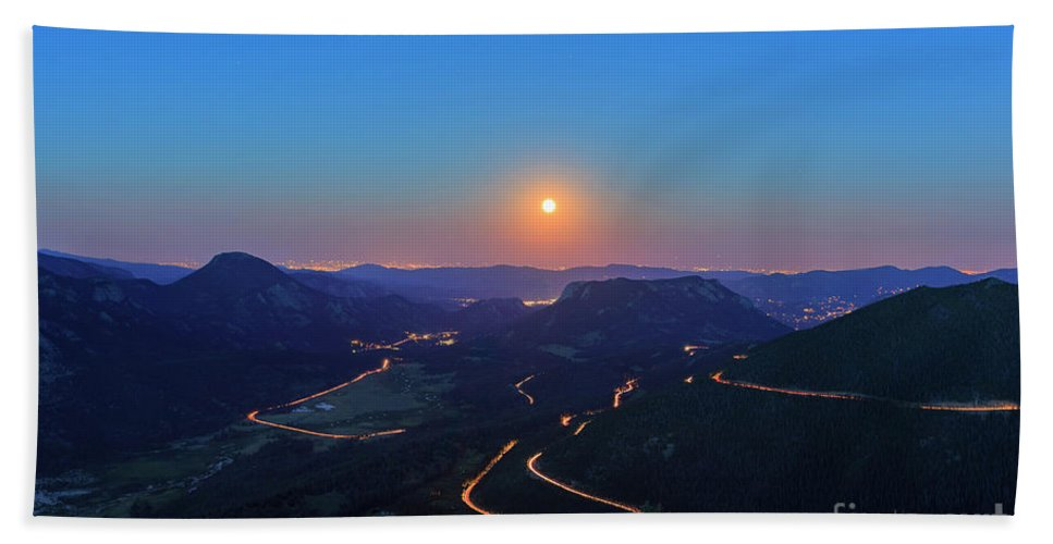 Colorado Hand Towel featuring the photograph Beautiful Moon Rise At Rocky Mountain National Park by Chon Kit Leong