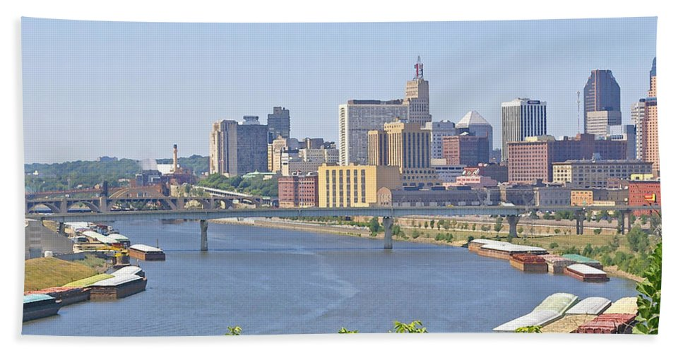 St Paul Hand Towel featuring the photograph Bend In The River by Tom Reynen