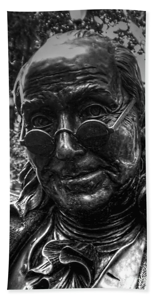 Benjamin Franklin Bath Sheet featuring the photograph Benjamin Franklin Memorial by Tommy Anderson