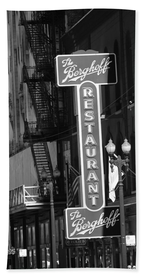 Berghoff Restaurant Downtown Chicago In Black And White Bath Towel