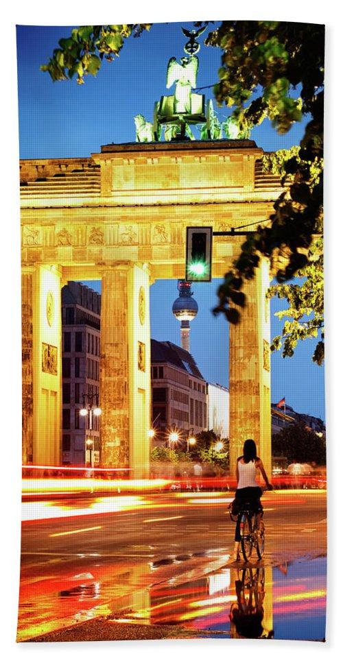 Berlin Bath Sheet featuring the photograph Berlin - Brandenburg Gate At Night by Alexander Voss