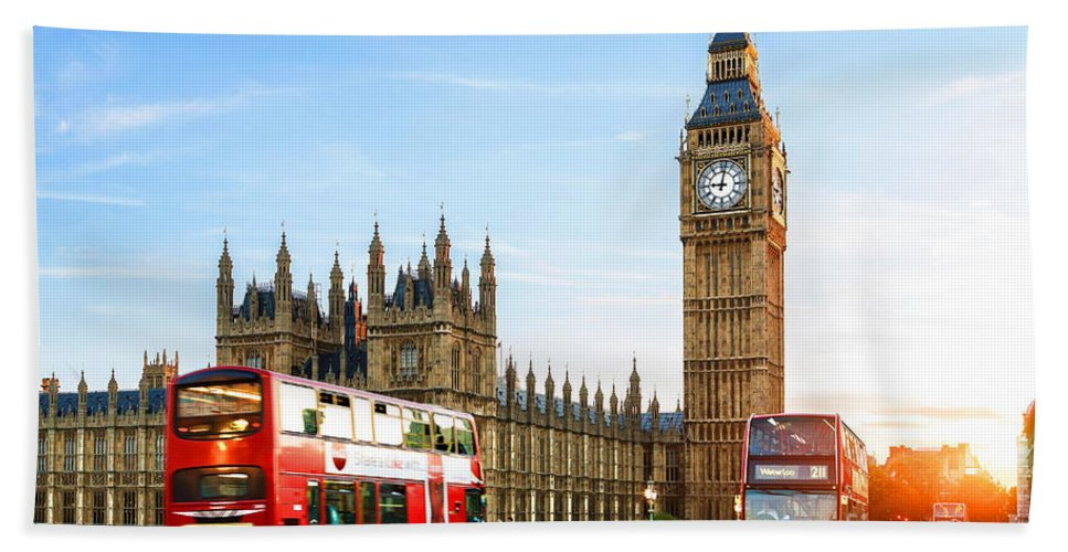 Big Ben Bath Towel featuring the mixed media Big Ben In The Evening by Garland Johnson
