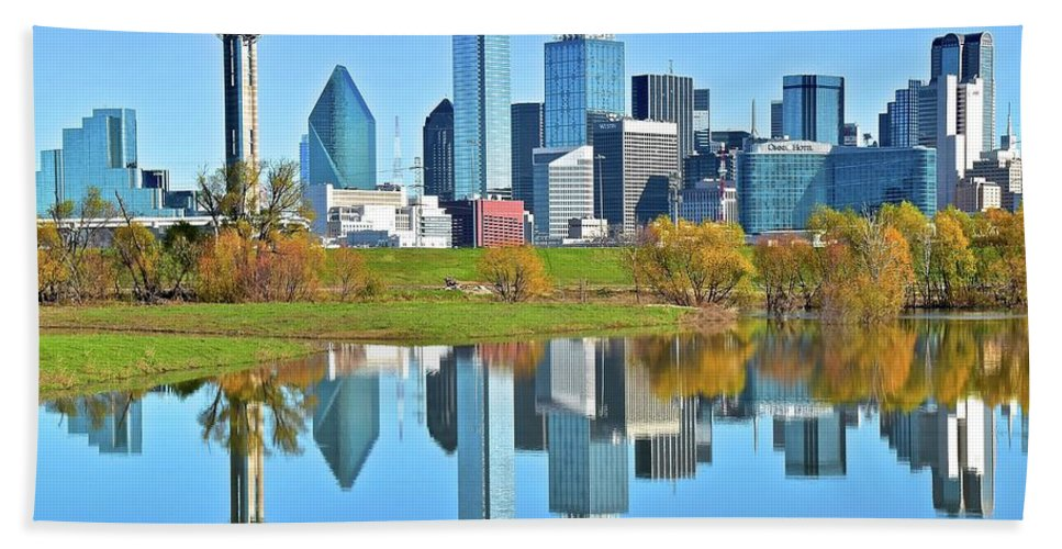 Dallas Bath Towel featuring the photograph Big D Reflection by Frozen in Time Fine Art Photography