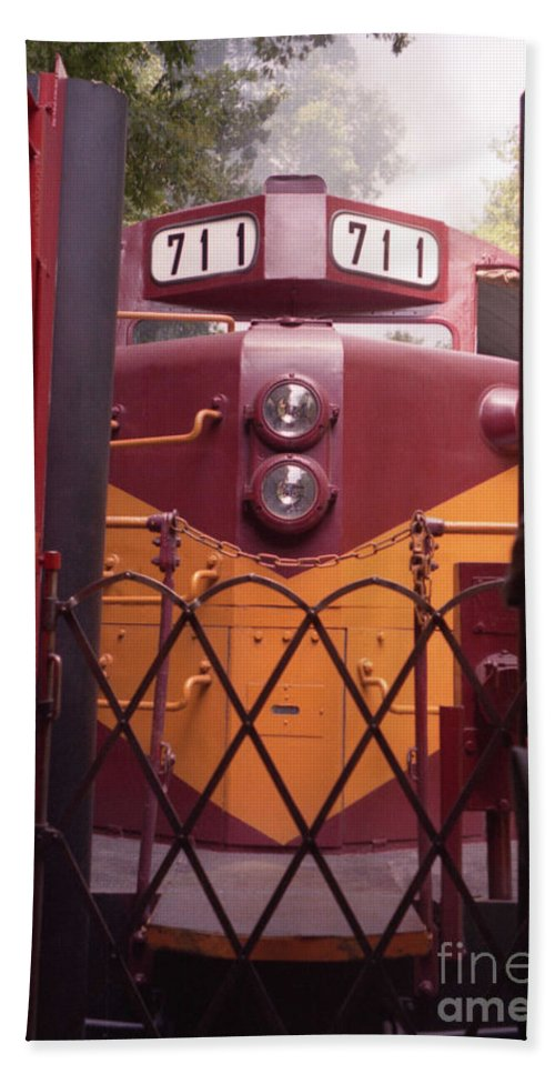 Trains Hand Towel featuring the photograph Big Red by Richard Rizzo