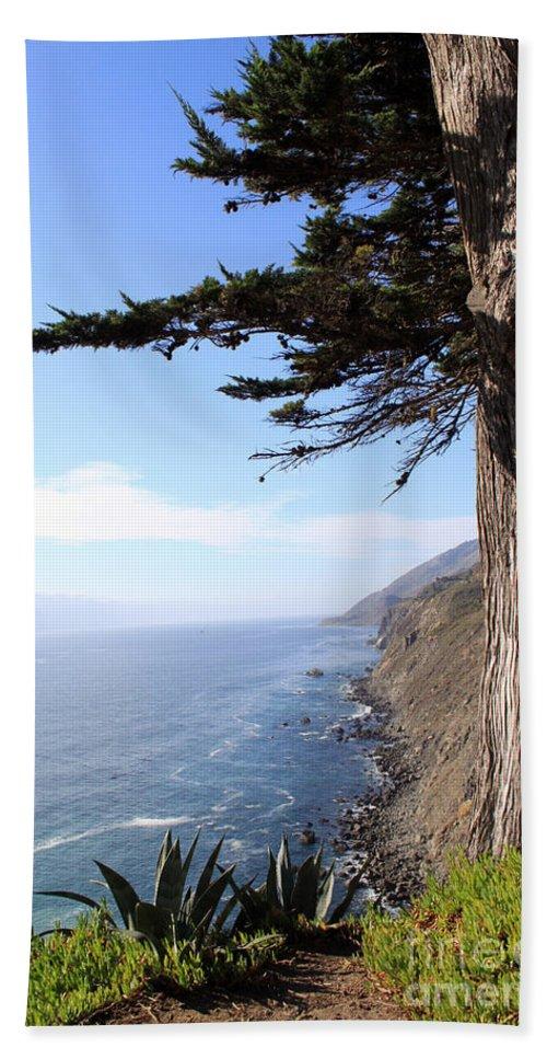 Coast Bath Towel featuring the photograph Big Sur Coastline by Linda Woods