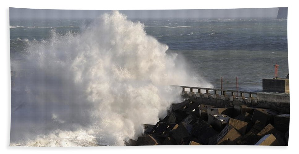 Spain Hand Towel featuring the photograph Big Wave by Rafa Rivas
