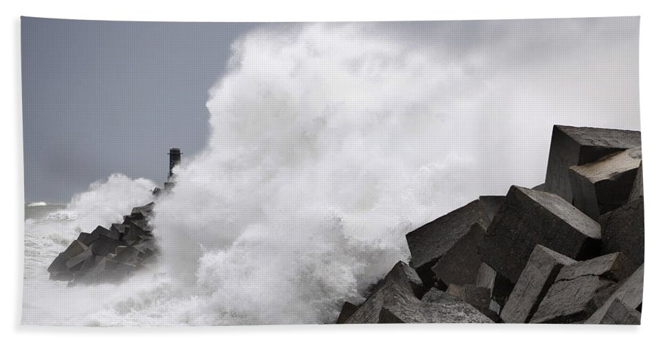 Spain Bath Towel featuring the photograph Big Waves II by Rafa Rivas