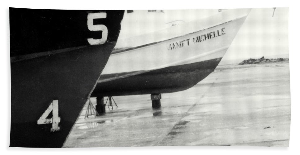 Boat Reflection Black And White Bath Sheet featuring the photograph Black And White Boat Reflection by Cindy New