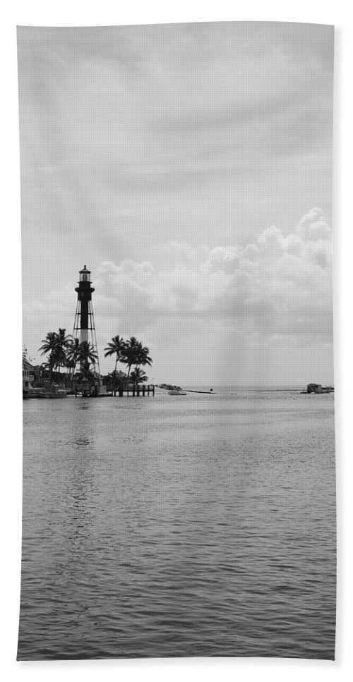 Landscape Bath Towel featuring the photograph Black And White Lighthouse by Rob Hans