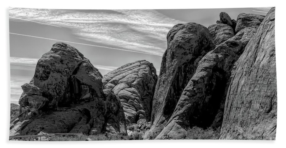 Valley Of Fire Bath Towel featuring the photograph Black White Valley Of Fire by Chuck Kuhn