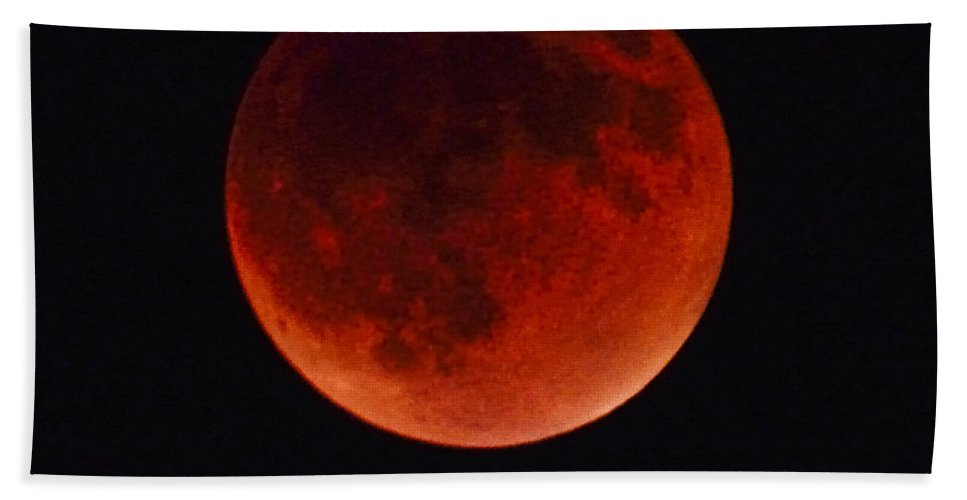 Blood Moon Bath Sheet featuring the photograph Blood Moon #4 Of Tetrad, Without Location Label by Brian Tada