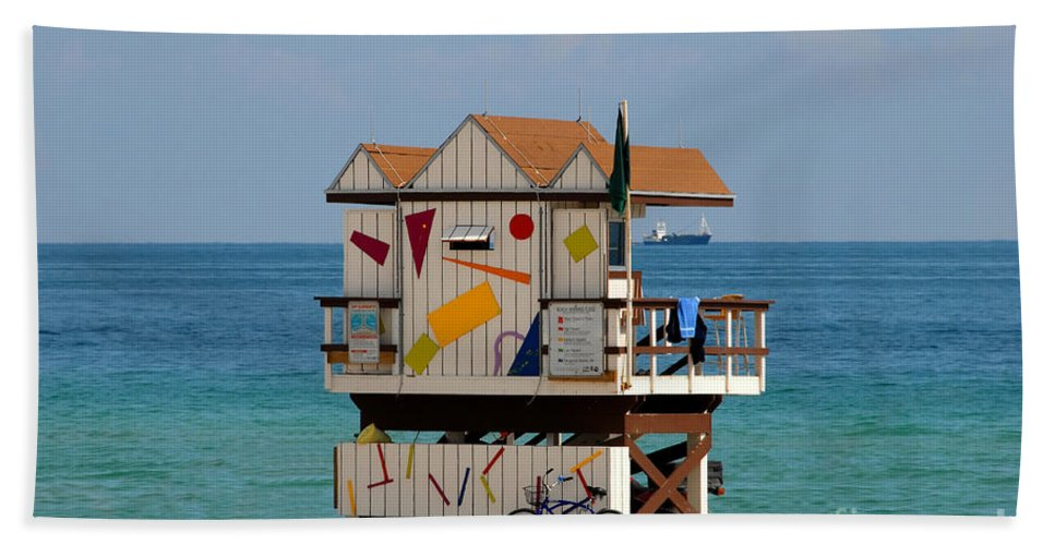 Miami Beach Bath Towel featuring the photograph Blue Bicycle by David Lee Thompson