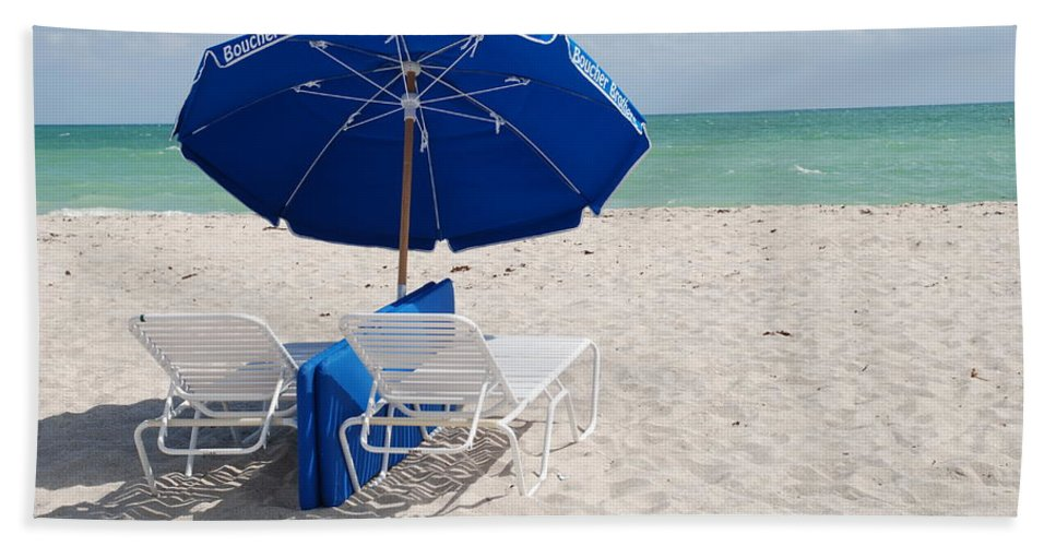 Sea Scape Hand Towel featuring the photograph Blue Paradise Umbrella by Rob Hans