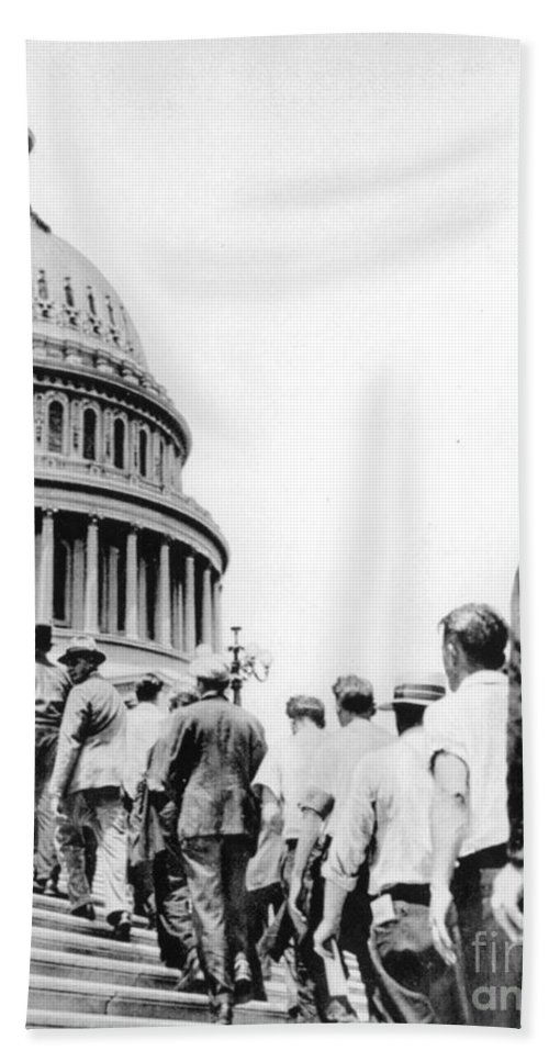 1932 Hand Towel featuring the photograph Bonus Army Marchers, 1932 by Granger