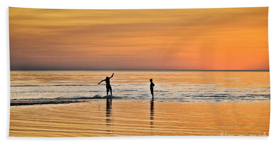 Cape Cod Bath Sheet featuring the photograph Boogie Boarding by John Greim