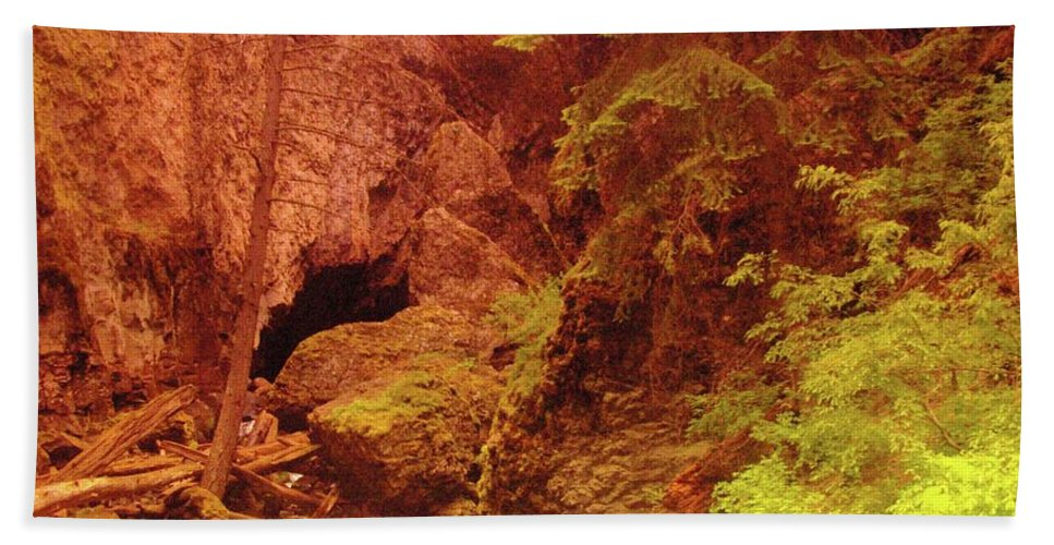 Boulder Cave Bath Sheet featuring the photograph Boulder Cave by Jeff Swan