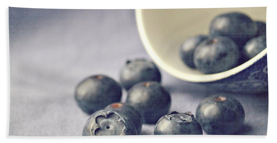 Blueberries Bath Towel featuring the photograph Bowl Of Blueberries by Lyn Randle