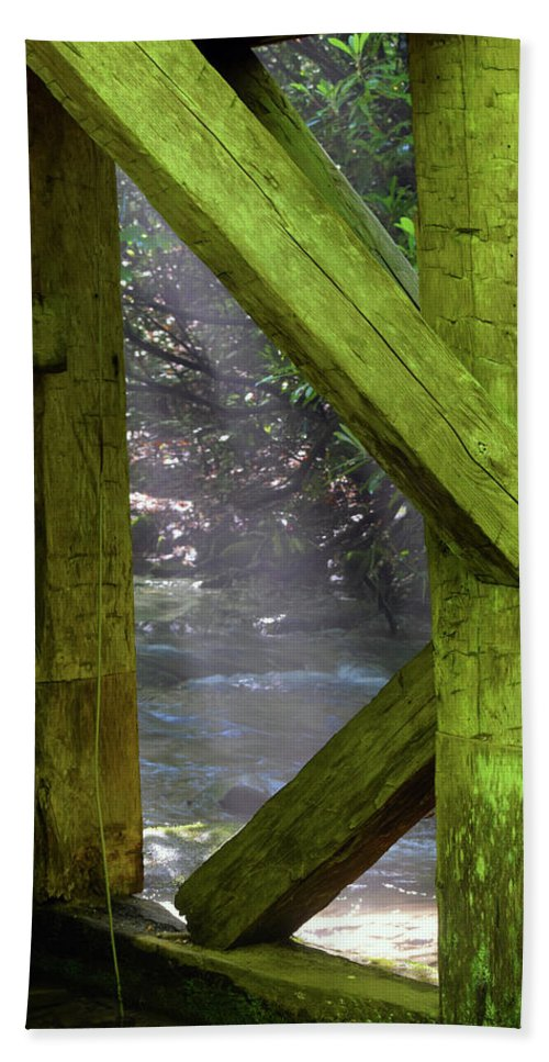 Mingus Bath Towel featuring the photograph Braced With Moss by Pat Turner