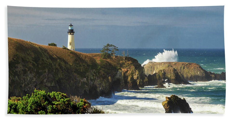 Yaquina Head Lighthouse Bath Sheet featuring the photograph Breaking Waves At Yaquina Head Lighthouse by James Eddy
