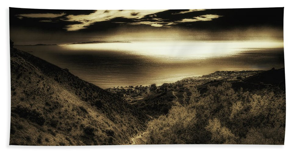 Vista Bath Sheet featuring the photograph Breathless View by Joseph Hollingsworth
