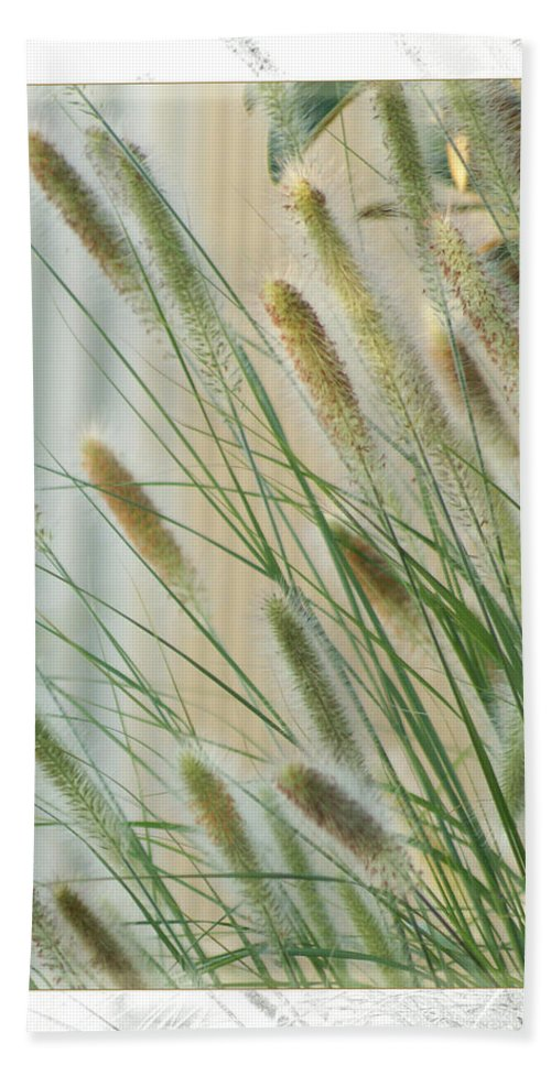 Floral Hand Towel featuring the photograph Breeze by Holly Kempe