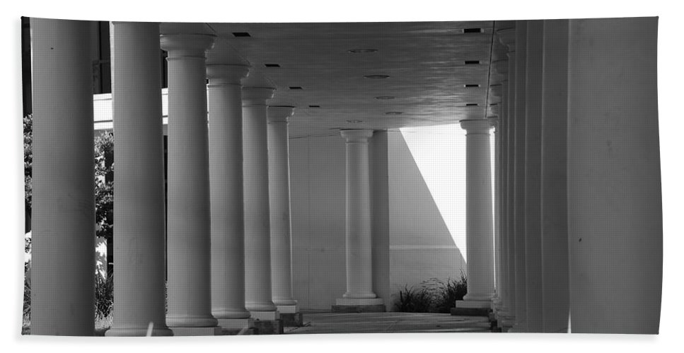 Black And White Hand Towel featuring the photograph Breezeway by Rob Hans