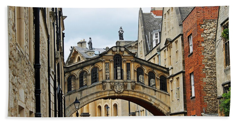 Oxford Hand Towel featuring the photograph Bridge Of Sighs by Tony Murtagh