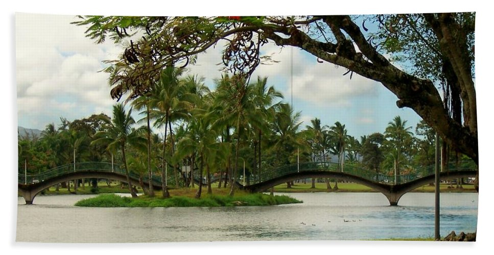 Landscape Bath Sheet featuring the photograph Bridges At Wailoa by Dina Holland