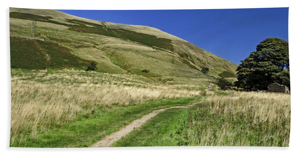 Bright Hand Towel featuring the photograph Broadlee-bank Tor From The Pennine Way by Rod Johnson