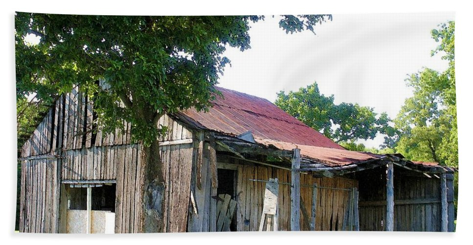 Barn Bath Towel featuring the photograph Brokedown Barn by Nelson Strong