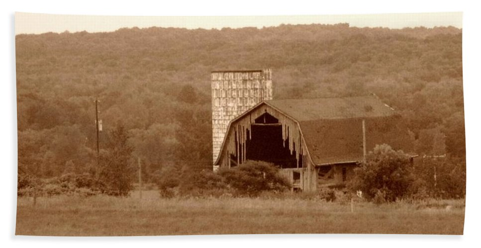 Barn Hand Towel featuring the photograph Broken by Rhonda Barrett