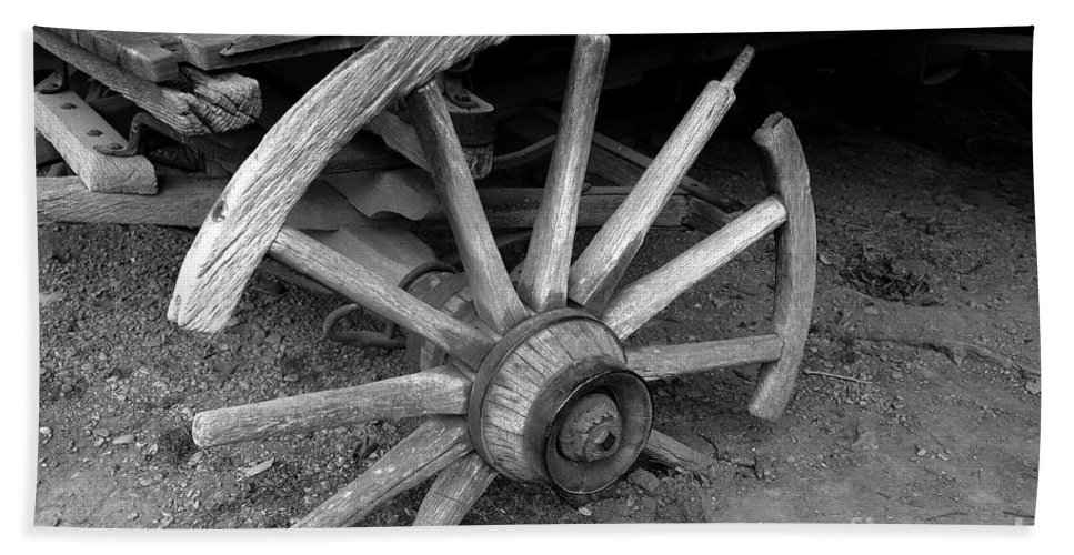 Wagon Wheel Hand Towel featuring the photograph Broken Wheel by David Lee Thompson