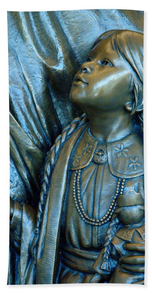 Usa Bath Sheet featuring the photograph Bronze Onieda Indian Girl by LeeAnn McLaneGoetz McLaneGoetzStudioLLCcom