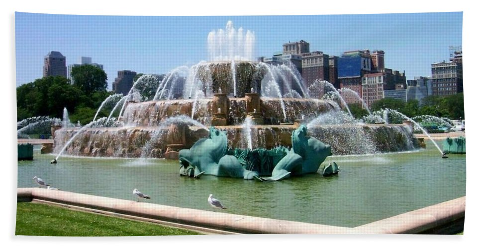 Chicago Bath Sheet featuring the photograph Buckingham Fountain by Anita Burgermeister