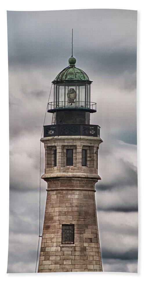 Buffalo Lighthouse Bath Sheet featuring the photograph Buffalo Lighthouse 5848 by Guy Whiteley