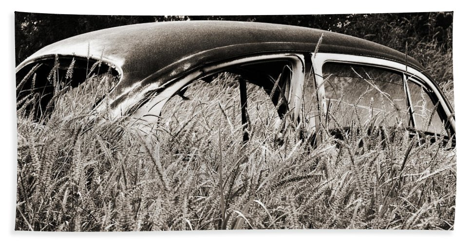 Volkswagen Bath Sheet featuring the photograph Bug In The Grass by Marilyn Hunt