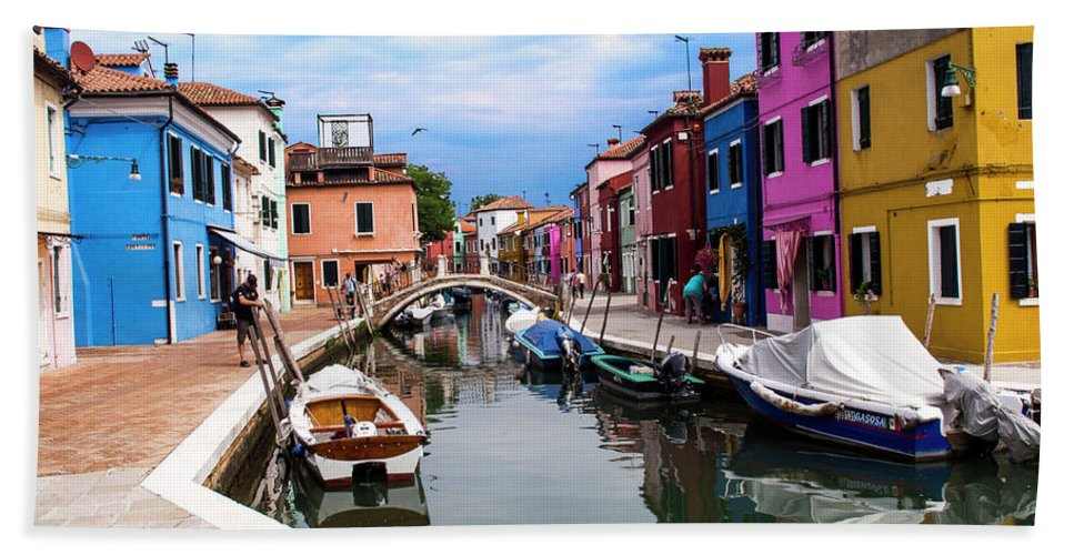 Landscape Hand Towel featuring the photograph Burano Canal And Homes by Stan Roban