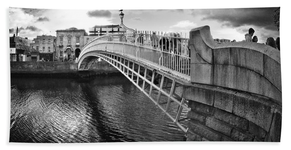 Ha'penny Bridge Hand Towel featuring the photograph Busy Ha'penny Bridge 2 Bw by Alex Art and Photo