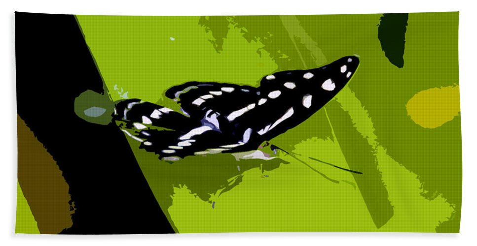 Butterfly Bath Towel featuring the photograph Butterfly On Green by David Lee Thompson