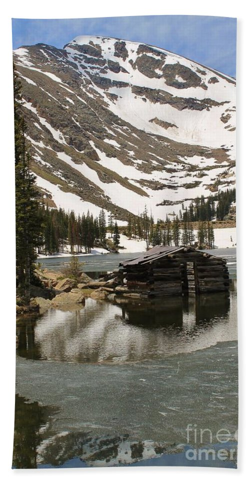 Nature Bath Sheet featuring the photograph Cabin At Chinns Lake by Tonya Hance