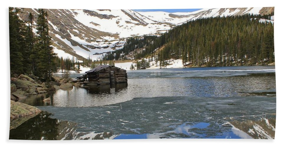 Nature Bath Sheet featuring the photograph Cabin On Chinns Lake 2 by Tonya Hance