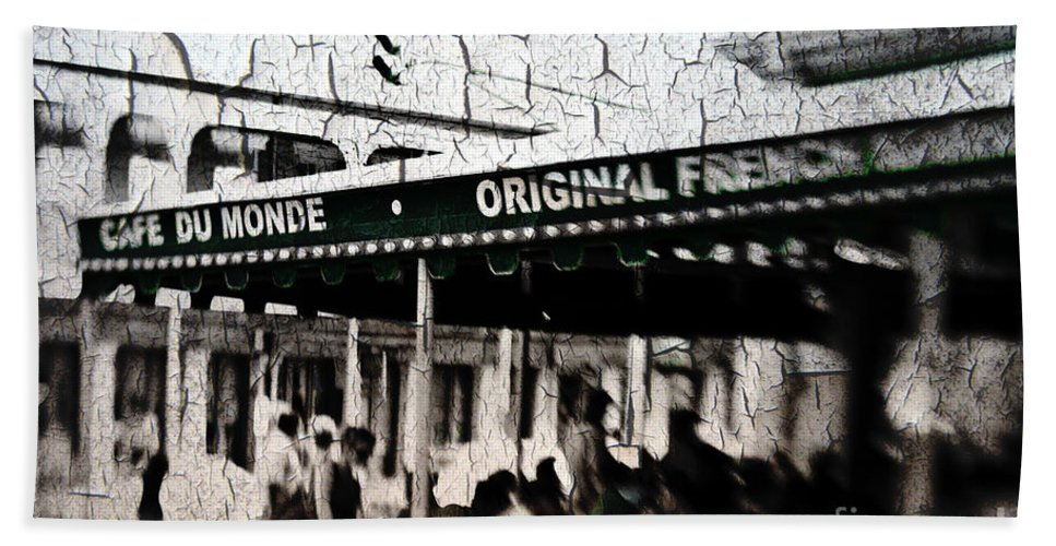 Cafe Du Monde Hand Towel featuring the photograph Cafe Du Monde by Scott Pellegrin
