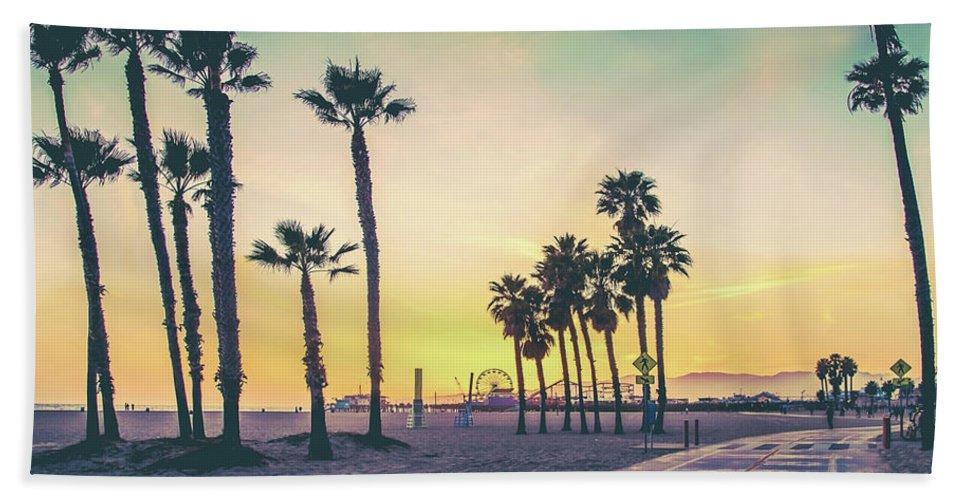 Los Angeles Bath Towel featuring the photograph Cali Sunset by Az Jackson
